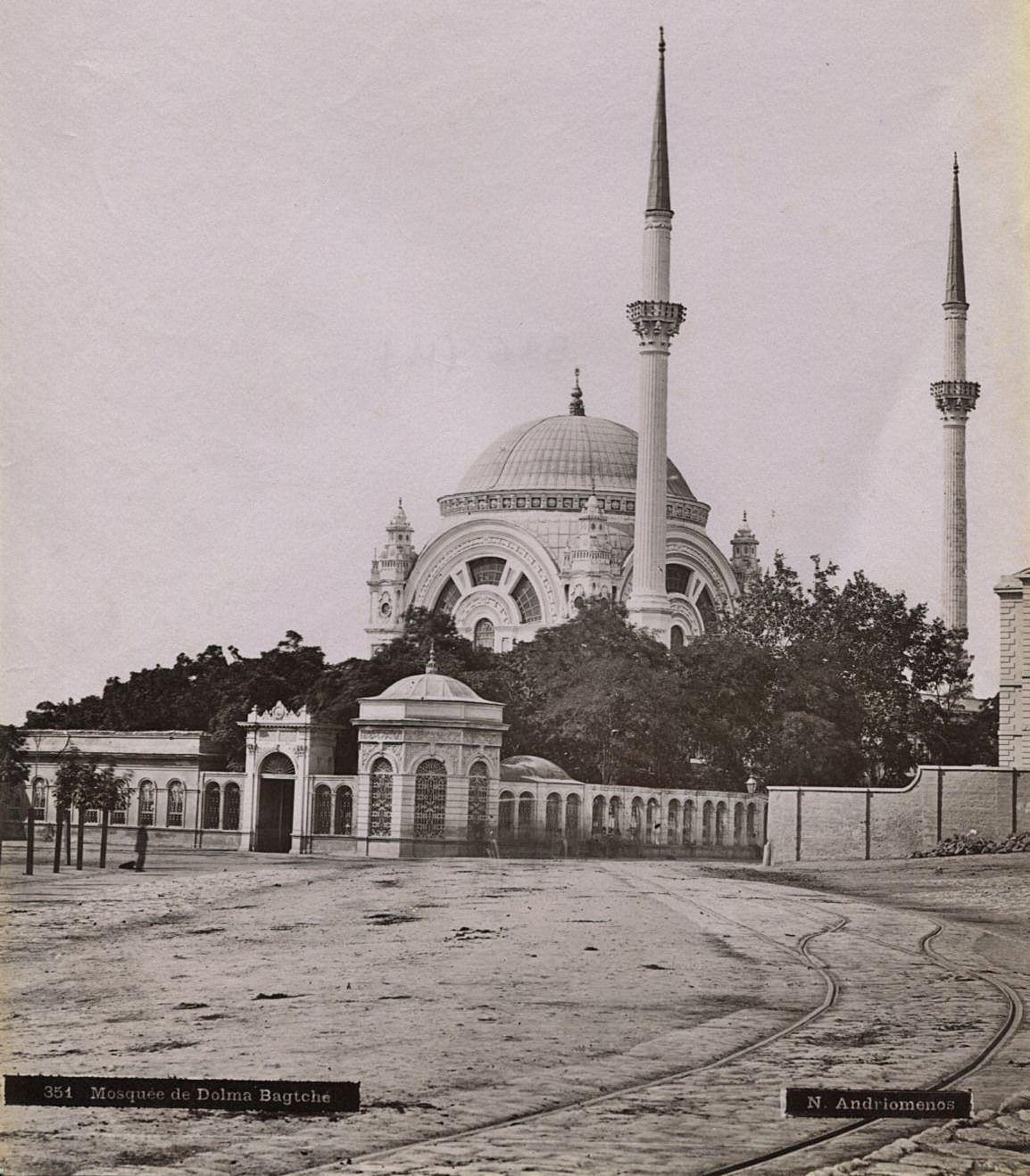 Dolmabahçe Camii / Nikolai Andreomenos fotoğrafı