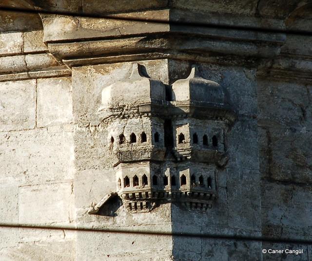 Laleli III. Selim ve III. Mustafa Türbesi Üzerindeki Kuş Evi