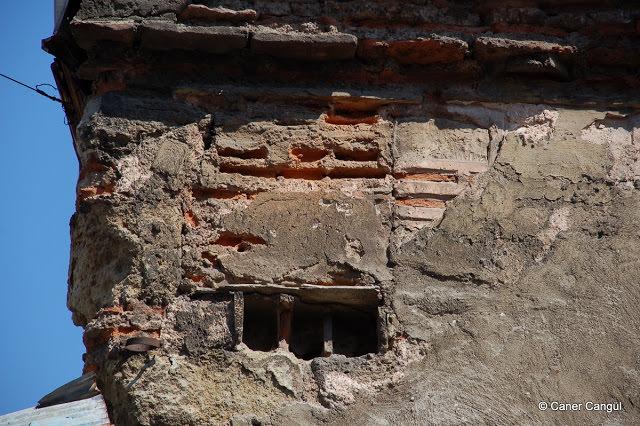 Balat'ta Eski Bir Han'ın Üzerindeki Kuş Evi