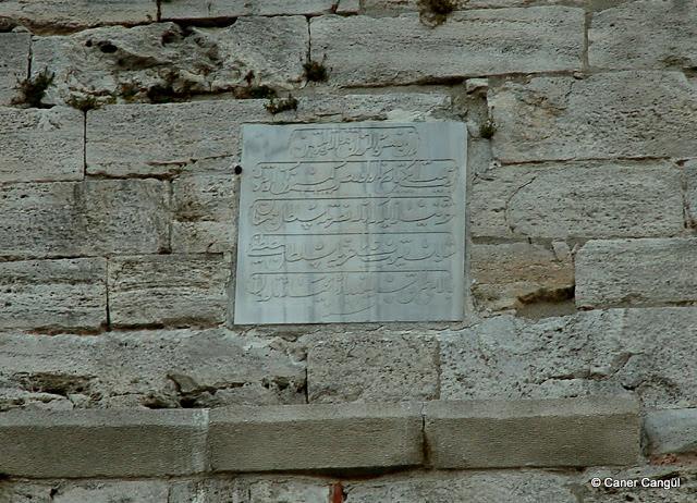 Bozdoğan Kemeri üzerine II. Mustafa devrinde yapılan tamirata ilişkin kitabe